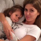 Вкитория Боня со своей дочерью