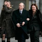 Владимир Владимирович Путин с семьей