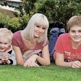 Певица Натали со своими сыновьями
