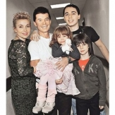 Олег Газманов с семьей фото
