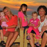 Рома Жуков с семьей фото
