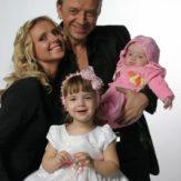 Рома Жуков с женой и детьми фото