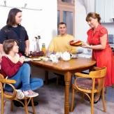 Роза Сябитова с детьми и мужем фото