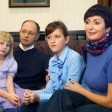 Яценюк с семьей фото
