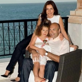 Крутой с женой и дочерью