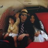 Джон Леннон со второй семьей фото
