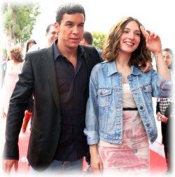 Марио Касас с женой