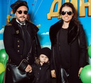Ирена Понарошку с мужем и ребенком
