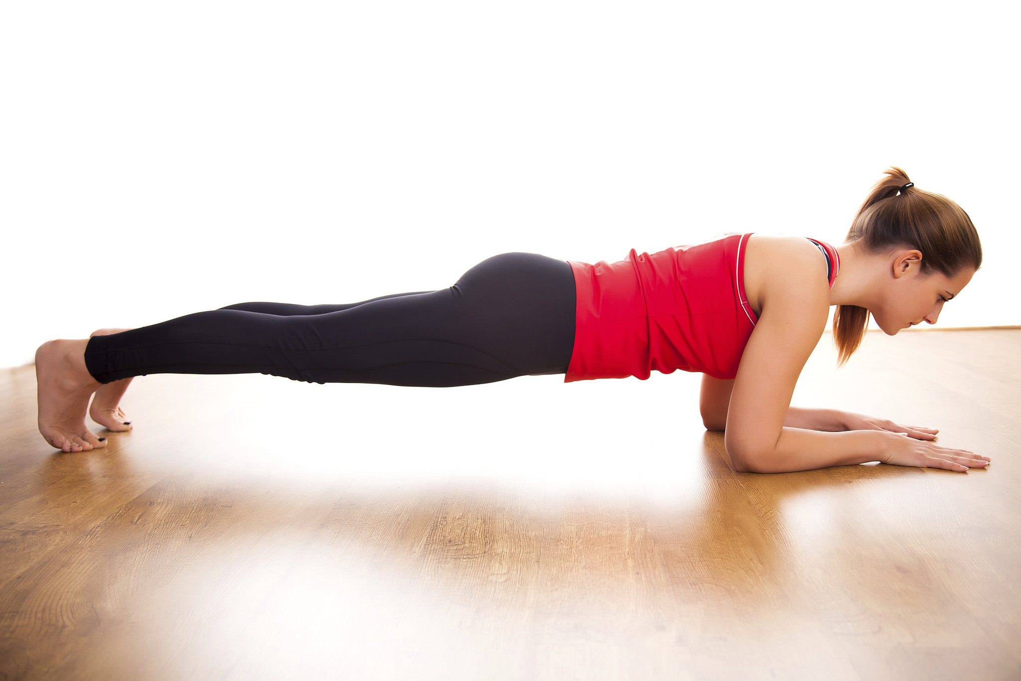 Универсальное упражнение «Планка». Когда лучше делать: утром или вечером?