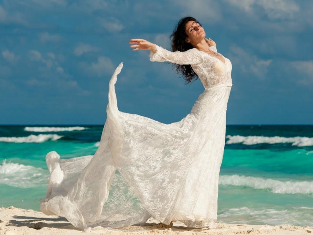 Как подобрать платье для свадьбы на пляже?