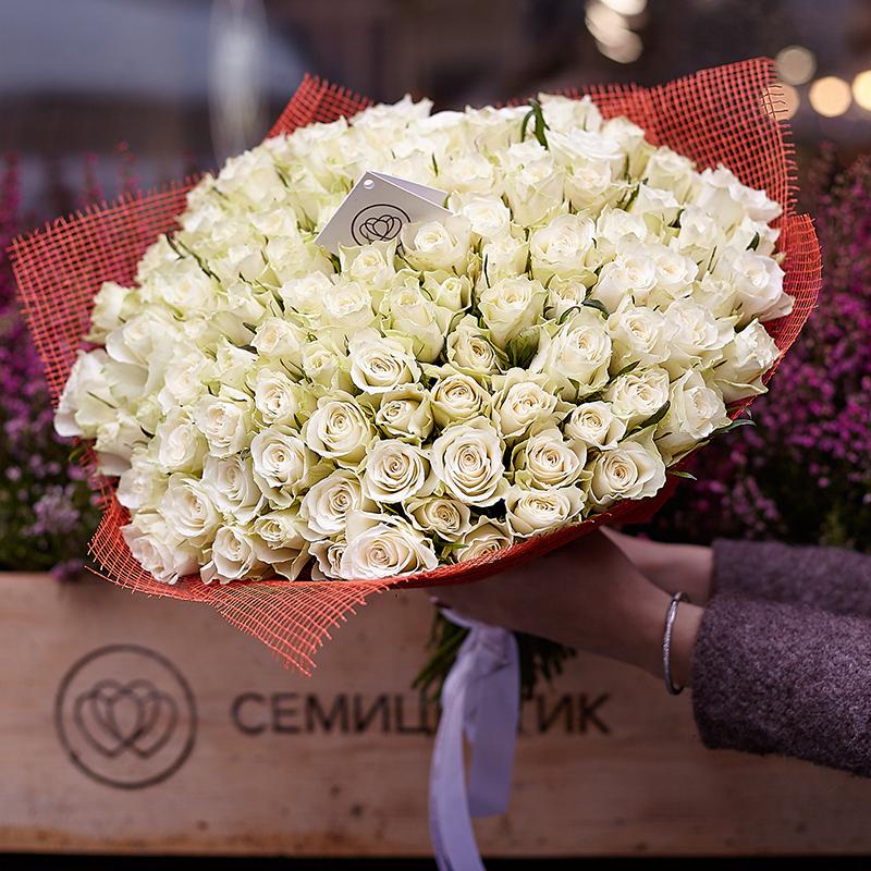 Что означает белая роза в подарок девушке